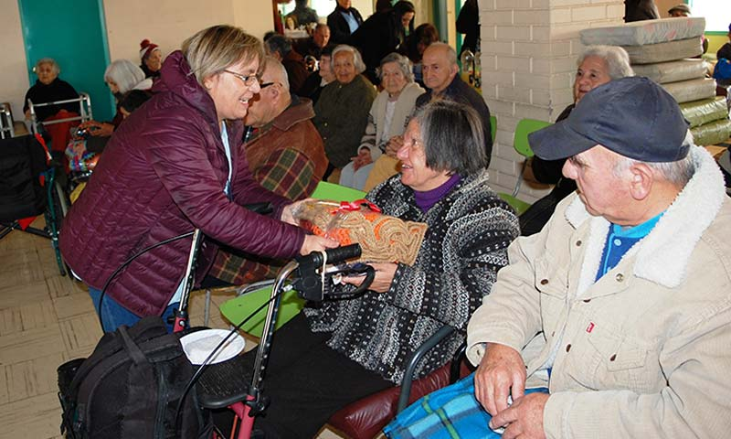 Funcionarios del MOP OHiggins realizan acción social con abuelitos de Hogar San Lorenzo de Rancagua