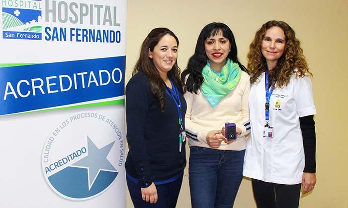 Primera paciente del Hospital San Fernando en utilizar bomba de insulina de Ley Ricarte Soto