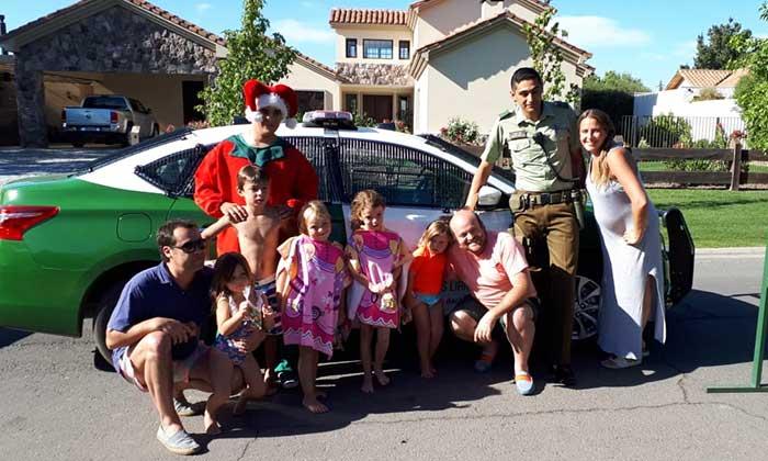 Carabinero de Requínoa celebró Navidad con niños de la comuna