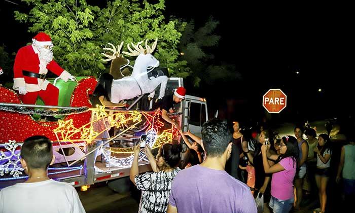 Viejito pascuero ya recorre San Fernando en su trineo navideño