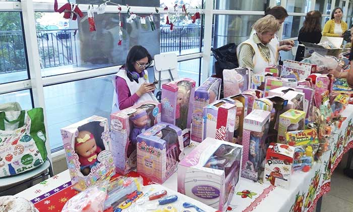 Voluntarios del Hospital Regional realizan feria navideña