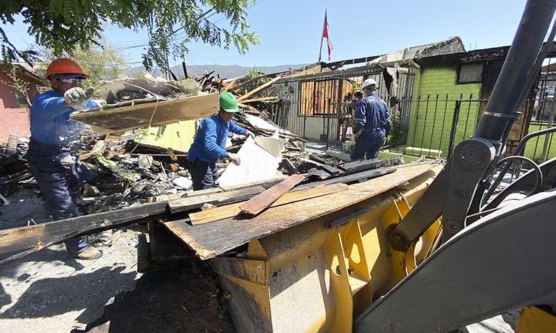 Municipio de San Fernando coordina ayuda para afectados por incendio en Villa Independencia