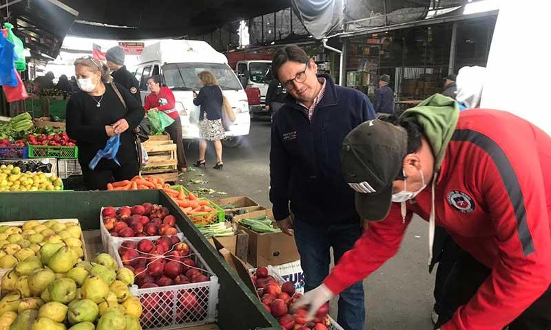 Seremi de Agricultura en visita a Vega Baquedano de Rancagua