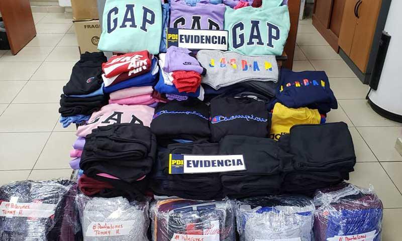 En procedimiento policial descubren a sujeto que vendía ropa falsificada a minoristas