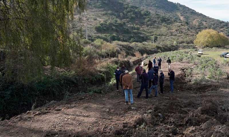 Indap reviste canal Alto Requegua en San Vicente de Tagua Tagua